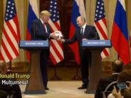 Cei mai puternici oameni din lume s-au jucat cu mingea Mondialului. Putin i-a facut-o cadou lui Trump!