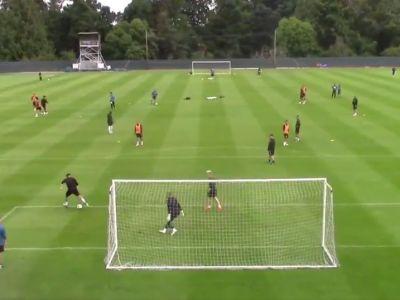 Numai Ronaldinho ar mai reusi asa ceva! Gol EXTRATERESTRU al unui jucator la un antrenament! Toti colegii s-au oprit sa-l aplaude