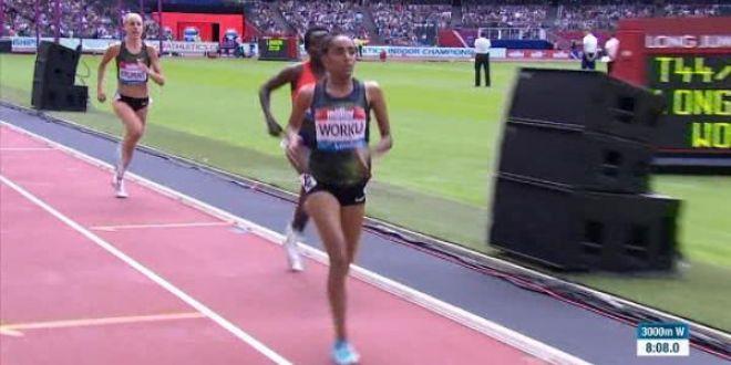 Moment incredibil la cursa la 3.000 de metri! S-a oprit cu 200 de metri inainte de final crezand ca a castigat! Ce s-a intamplat