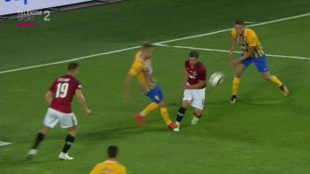 Moment incredibil pentru Chipciu la debutul la Sparta! A cazut in careu, arbitrul a apelat la VAR! Ce s-a intamplat dupa
