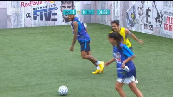 Neymar a incercat sa se distreze in propriul turneu dar a luat bataie de la fete