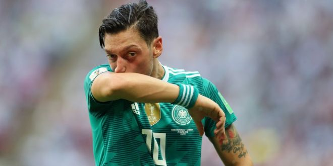 S-a retras?! Ce bine! Oricum joaca DE RAHAT de ani intregi . Seful lui Bayern, atac devastator la Mesut Ozil