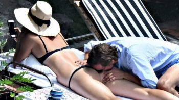 Sharapova, imagini FIERBINTI in vacanta alaturi de iubitul miliardar! Cum au fost surprinsi la plaja. FOTO