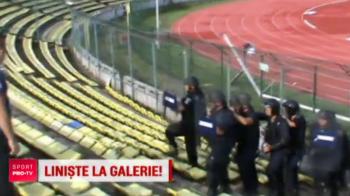 VIDEO Cum se antreneaza jandarmii romani pentru intalnirile cu huliganii de la fotbal! Exercitiu organizat pe stadion