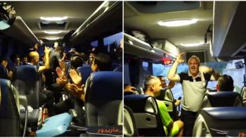 """Bodescoo, Bodescoo!"" Imagini fabuloase: Budescu e vedeta vestiarului la Shabab! Ce s-a intamplat cand Sumudica a urcat in autocar"