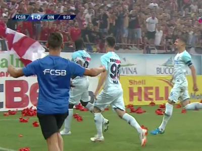"""""""Calm, calm!"""" Gestul lui Ghonere in fata suporterilor dinamovisti, la golul de 1-0"""