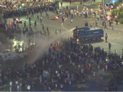 Incidente grave in centrul Bucurestiului: peste 240 de raniti dupa ce jandarmii au intervenit in forta, cu gaze lacrimogene. LIVE
