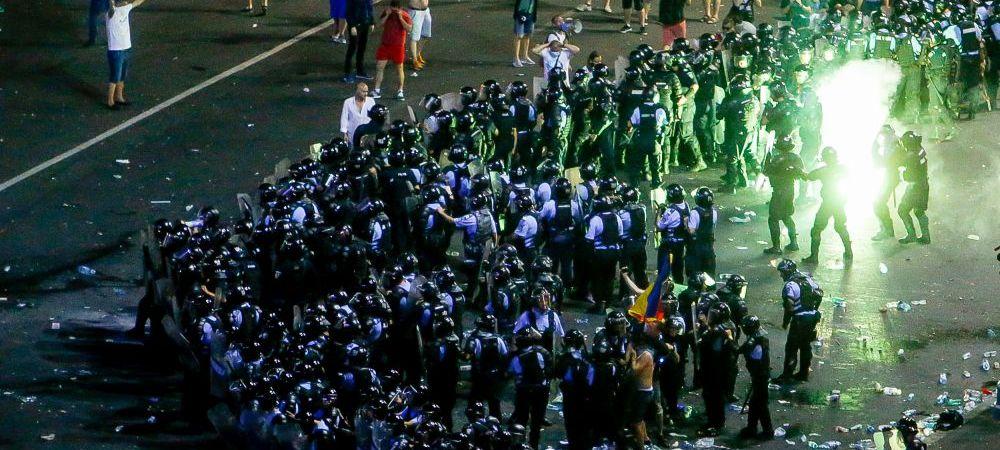 Galeriile echipelor de fotbal, vinovate pentru violentele din Piata Victoriei! Reactia Jandarmeriei dupa incidente