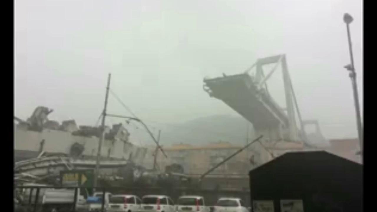 Momentul in care podul din Genova se prabuseste! 22 de morti pana acum!