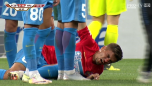 VIDEO   Nedelcu, plin de sange la faza penalty-ului! INCREDIBIL   Jucatorul FCSB, lovit de un scaun aruncat din tribune