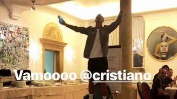Clipul pe care nu trebuie sa-l ratezi :)) Cristiano Ronaldo a trecut prin INITIERE la Juventus! Cum a cantat o melodie ROCK