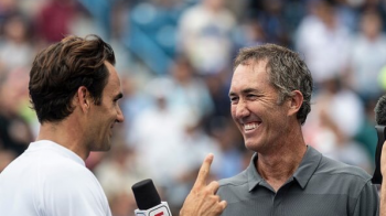 "Schimb de replici genial intre Roger Federer si Darren Cahill! ""Du-te la vestiar pana nu intri in si mai multe probleme"""