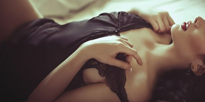 Un model a adormit in pat cu doi barbati, dar cand s-a trezit tanara a avut un soc. Ce i-a facut un fotbalist celebru in timp ce dormea
