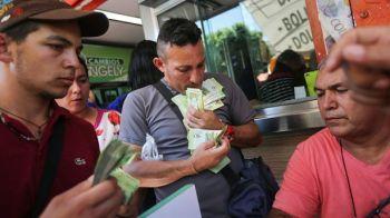 """Tara in care pentru a cumpara un pui ai nevoie de un """"munte"""" de bancnote. Noua spaima a populatiei"""