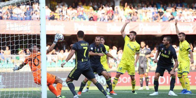 Direct la TINTA!  Cristiano Ronaldo i-a SPART NASUL portarului lui Chievo! Cum arata dupa ce a petrecut noaptea in spital