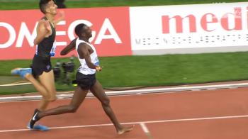 Imaginile zilei in sport! A castigat o cursa de 3.000 de metri cu un singur pantof: determinare pana la capat | VIDEO