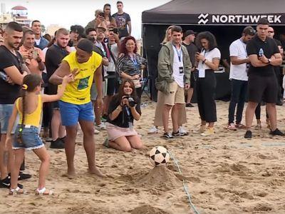 Ronaldinho a declansat nebunia la Barcelona! S-a intors si a facut spectacol pe plaja! VIDEO
