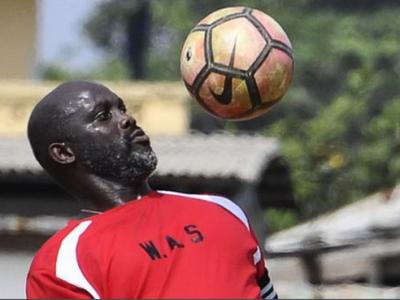 Imagini incredibile! La 51 de ani, George Weah a intrat pe teren intr-un meci al Liberiei cu Nigeria! Ce a facut presedintele tarii