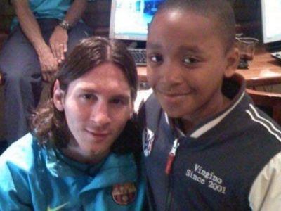 Super poveste! Baietelul care si-a facut poza cu Messi acum 10 ani a fost adversarul lui aseara in Champions League