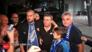 Hagi, idolul oltenilor! Suporterii Craiovei au stat la coada sa prinda o poza cu Hagi // VIDEO