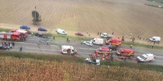 VIDEO: Impactul devastator dintre doua autoturisme, surprins de o camera de bord