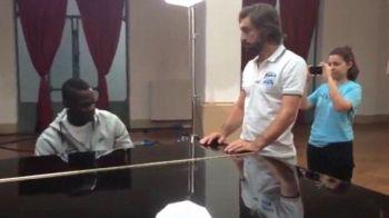 Unul a scris carti pentru copii, altul a devenit pilot in timp ce Balotelli canta la pian! Pasiunile incredibile ale jucatorilor