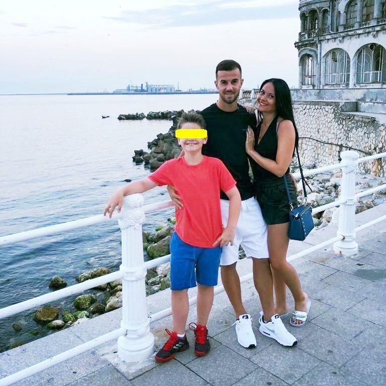Un dinamovist se iubeste cu fosta sotie a unui jucator de la FCSB, iar fiul acesteia e legitimat la CSA Steaua