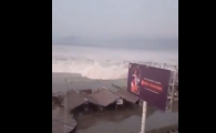 Tsunami in Indonezia. Momentul in care valurile au lovit tarmul. VIDEO