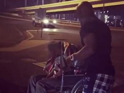 Gestul incredibil al lui Mayweather! I-a dat 1.000 de dolari unui om de pe strada aflat in scaun cu rotile! Cum a reactionat barbatul