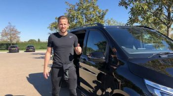 Harry Kane conduce un living pe roti! Si-a pus canapea, wi-fi si Playstation in masina. Cum arata vehiculul sau: FOTO