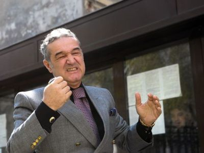 "REFERENDUM | Gigi Becali s-a dus a doua oara la sectia de votare din Pipera: ""Aia e! Fac trei luni de puscarie!"""