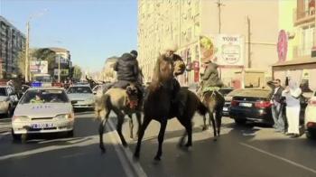 Fanii lui Khabib au iesit CALARE pe sosea! Petrecere NEBUNA in Dagestan dupa victoria impotriva lui McGregor! VIDEO
