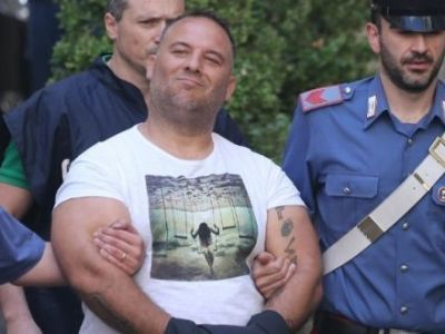 Omul care conduce fortele speciale Anti Mafia tocmai ce a primit un plic. Ce i-au pus interlopii in el