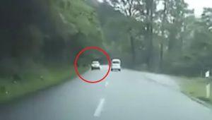 VIDEO Patania infricosatoare a unui sofer pe un drum de munte