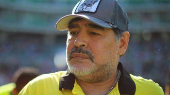 Imagini dureroase! Maradona a ajuns sa mearga cu greu si are nevoie de sprijin pentru a se deplasa. De ce boala sufera