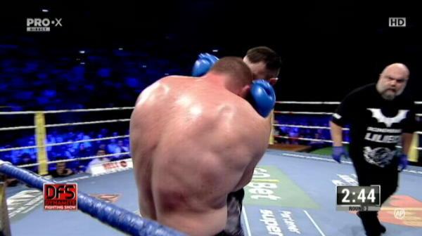 Sebastian Cozmanca l-a facut KO pe Valentin Bordianu