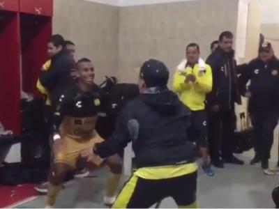 Super VIDEO: Maradona, in carje, danseaza ca un nebun in vestiarul echipei sale