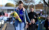 GALERIE FOTO | Fanii lui Leicester au creat un adevarat altar la stadion: Imagini EMOTIONANTE dupa accidentul de elicopter in care si-ar fi pierdut viata patronul clubului