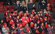 Clipe de SENZATIE pentru cei 12 pusti thailandezi scapati miraculos din pestera! Ce a facut azi Manchester United pentru ei