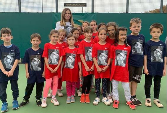 Simona Halep fura modelul Federer! Ce surpriza le-a pregatit romanca unor copii   FOTO