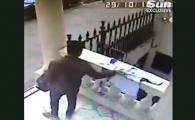 VIDEO: Momentul oribil in care un hot fura din 'altarul' patronului de la Leicester! Englezii sunt revoltati