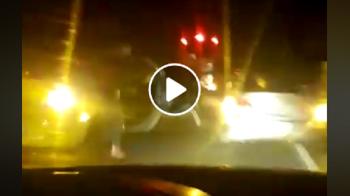 VIDEO INCREDIBIL | Scene ca in filme pe sosea: suporterii dinamovisti au oprit autocarul si s-au dat jos din masini