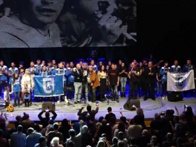 "VIDEO: Bucuresti, ce moment! 4000 de oameni canta in picioare imnul Craiovei: ""Va multumim ca reusiti sa treceti peste orgolii sportive!"""