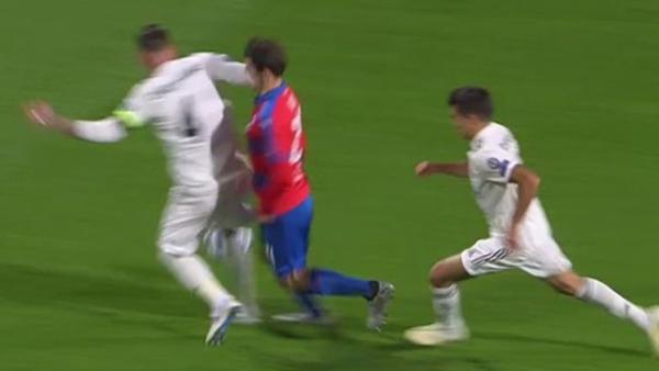 Imagini SOCANTE: A comis-o din nou! Sergio Ramos si-a umplut de sange un adversar in victoria cu Plzen | FOTO&VIDEO