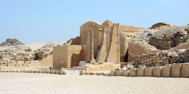 Descoperire incredibila intr-un mormant egiptean de acum 6.000 de ani! Peste ce au dat arheologii