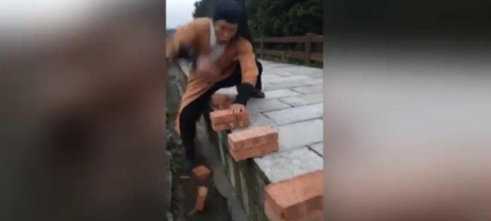Cel mai tare clip pe care il poti vedea: un karatist chinez sparge 100 de caramizi in 37 de secunde! VIDEO