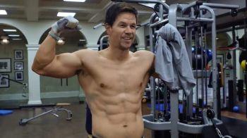 Se trezeste in fiecare dimineata la 2.30 si incepe antrenamentul! Transformarea incredibila a lui Mark Wahlberg! Cum a ajuns un PACHET DE MUSCHI la 47 de ani