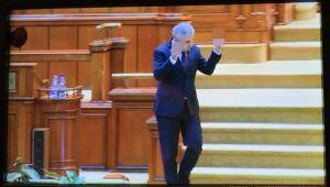"""Gestul OBSCEN al lui Iordache, discutat peste hotare. """"UE primeste degetul mijlociu din Romania"""""""