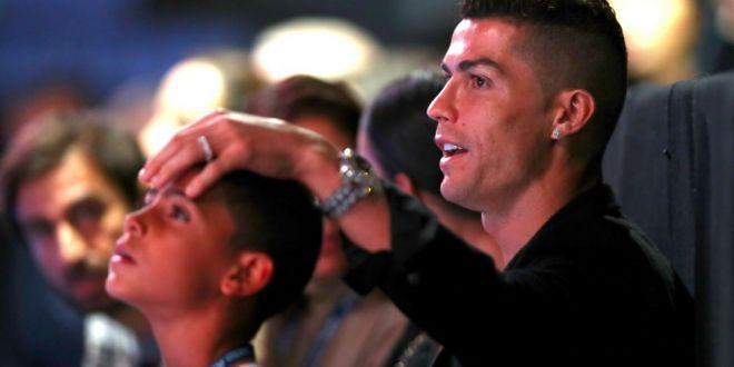 Cum s-a distrat Cristiano Ronaldo la Londra! Cine l-a acompaniat pe starul portughez la cina intr-un restaurant de lux: Fotografia de 2 milioane de like-uri