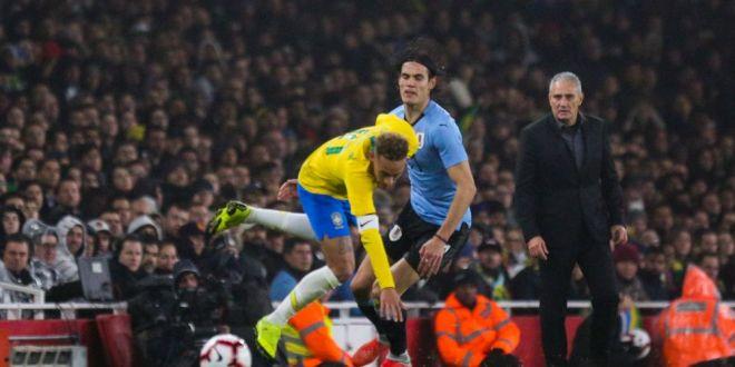Incetati cu chestia asta!  Cavani a rabufnit cand a fost intrebat despre conflictul cu Neymar! Ce a spus dupa meciul cu Franta